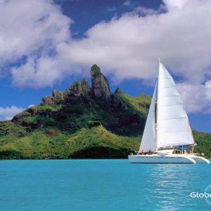 Cabin Cruise in Bora Bora | Globe Sailor