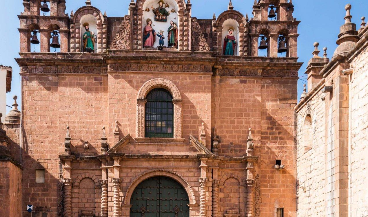 Catedral,_Plaza_de_Armas,_Cusco,_Perú